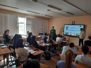 Представители Центра Молодёжного парламентаризма встретились с учениками ГБОУ Школа №2073