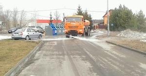 Специалисты провели промывку дорог в поселении