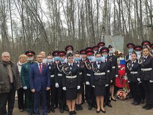 В преддверии Дня Победы вороновцы возложили цветы к братским могилам