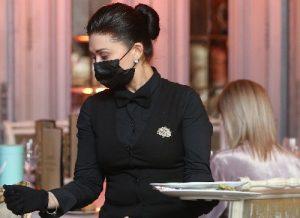 Массовые нарушения COVID-требований не зафиксировали в ресторанах столицы