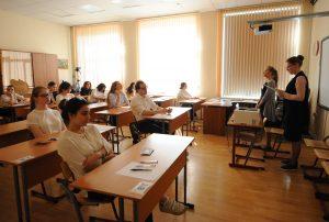 Воспитанница школы №2073 сдала экзамен по литературе на сто баллов