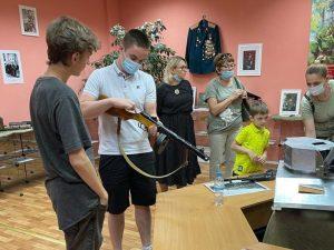 Музей школы №2073 посетили гости из Троицка