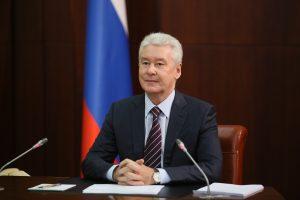 Собянин заявил об улучшении ситуации с COVID-19 и отменил перчаточный режим