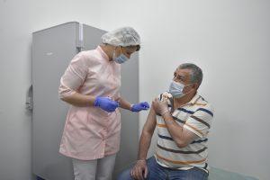 Прививку от коронавирусной инфекции сделали почти 70 процентов врачей столицы