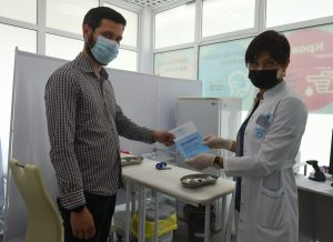 Привитым от коронавируса горожанам дали рекомендации