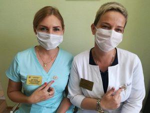 Сотрудникам Вороновской больницы вручили нагрудные знаки участие в деятельности по борьбе с распространением COVID-19