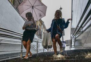 Порывистый ветер и гроза ожидаются в Москве до конца дня