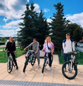 Велозаезд ко Дню флага России провели молодые парламентарии Вороновского