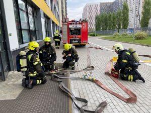 Московские огнеборцы провели занятия по пожарной безопасности