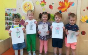 Работы детей ко Дню пожилого человека представили сотрудники образовательного комплекса №2073